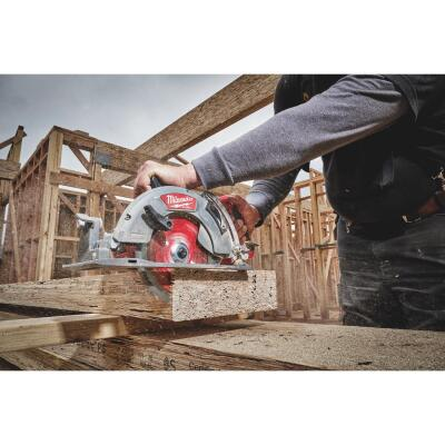 Milwaukee M18 FUEL 18 Volt Lithium-Ion Brushless 7-1/4 In. Cordless Circular Saw w/Rear Handle Kit